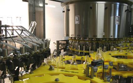 HUILE D'OLIVE– Dépoussiérage de la bouteille en verre, remplissage et bouchage – RB